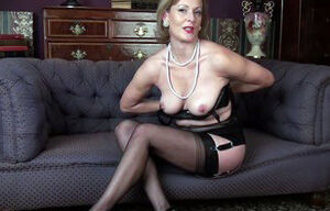 Super-hot mature stunner demonstrates..