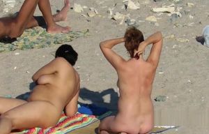 Public Beach Mummy Mature Hidden cam..