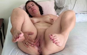Plumper mummy mature mommy plump soles..