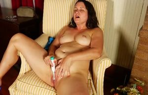 Mature  humps her beaver with toothbrush